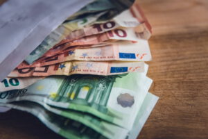 Bargeld im Umschlag
